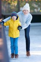 patinage sur glace en famille