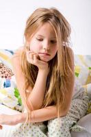 jeune enfant déprimé photo
