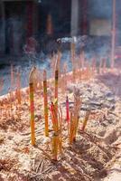 brûler de l'encens chinois photo