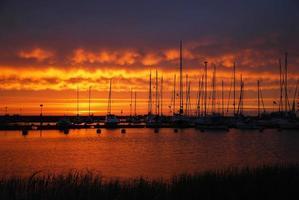 port au coucher du soleil