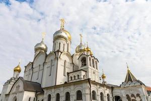 monastère zachatievskiy. l'église. photo
