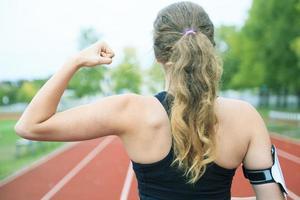 coureur, femme, jogging, sur, a, champ, extérieur, coup photo