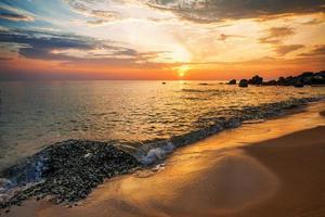 plage au coucher du soleil photo
