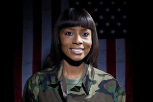 femme militaire photo