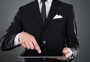 homme affaires, tenue, tablette numérique