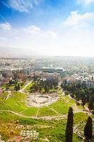 Vue de dessus du théâtre Dionisou à Athènes, Grèce photo