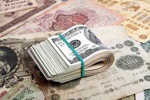 concept d'argent, vieil argent russe et dollars photo