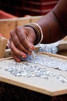mains avec des paillettes, kathmandu, népal photo