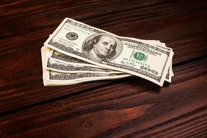 l'argent sur la table