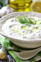 tzatziki - sauce grecque traditionnelle.