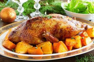 canard rôti à la citrouille et aux oranges. photo