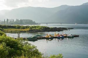 navires sur le lac photo
