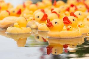jouet canard jaune en plastique
