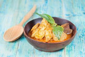 canard au curry chaud et épicé, cuisine thaïlandaise populaire
