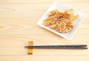 poulet frit sur un plat photo
