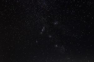 nuit étoilée aquila, la constellation de l'aigle avec des pointes de diffraction photo