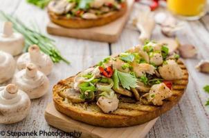 toast aux champignons et poulet frit