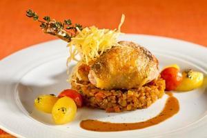 poulet perlé grillé. photo