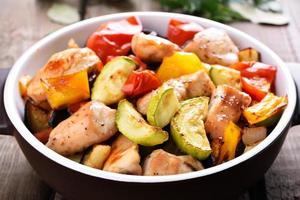légumes frits avec de la viande de poulet