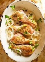 poulet cru dans une poêle photo