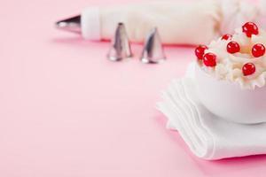 dessert à la crème aux groseilles photo