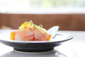 sushi au saumon grillé