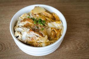 katsudon - escalope de porc frite panée japonaise photo