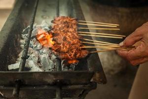 satay, barbecue traditionnel asiatique