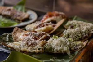 enchilada- plat traditionnel du nicaragua avec taco et fromage