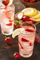 Limonade fraise glacée rafraîchissante photo