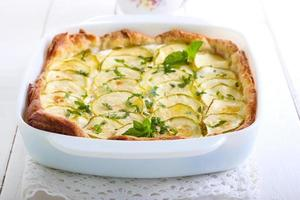 tarte aux courgettes, herbes et fromage
