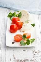 tomates cerises avec mozzarella photo