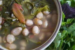 soupe aux cornichons - nourriture végétalienne photo
