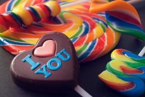 aime les bonbons. photo
