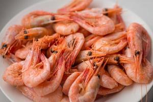 crevettes cuites. photo
