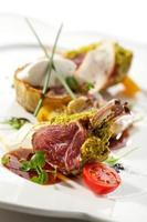 côtelettes d'agneau et légumes photo