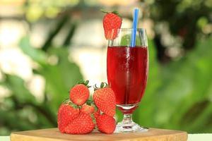 jus de fraise frais photo