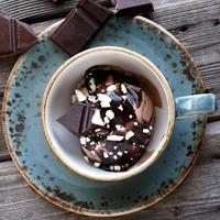 glace avec sauce au chocolat photo
