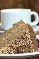 gâteau au café et aux noix avec du chocolat photo
