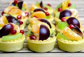 tarte aux fruits sur la table