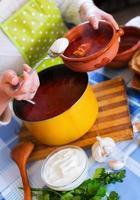 soupe de betterave russe traditionnelle photo