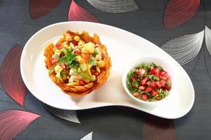 shahi aloo tokri chaat ou panier de pommes de terre