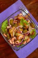 salade de crevettes et pommes de terre rôties