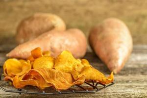Chips de pommes de terre douces photo