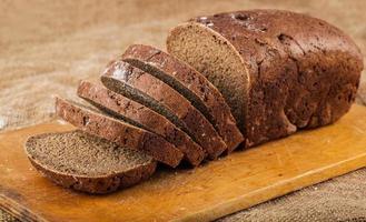 pain brun en tranches photo
