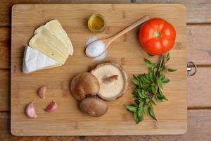 basilic tomate et brie shitake champignon italien bruschetta mise photo