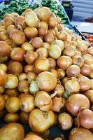 oignon frais. fond d'oignons photo