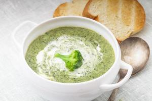 soupe à la crème de brocolli photo