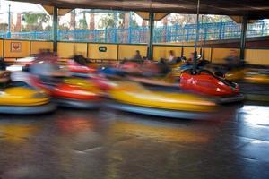 autos tamponneuses en action photo