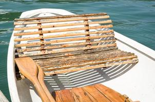 vieux bateau à rames photo
